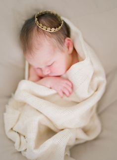 I love the simple, raw, soft feel of this photo. I want my newborn photos to be like this...      by Odalys Mendez Photography