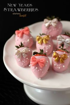 Pink Chocolate Covered Strawberries with pretty bows on. All dressed up for New Year's Eve. from #dietersdownfall.com