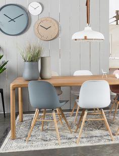 Entdecken Sie den Stuhl Albert mit ergonomisch geformter Sitzschale. Besonders bequem, robust im dänischen Design! Jetzt Farbe wählen bei car-Moebel.de!