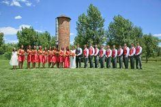 Wedding party photos. 22 people wedding party. Outdoor reception.