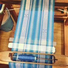 昨日ミンサー織体験で織ったコースター 織り物楽しいー  帯一本分織ってみたいなぁ  店員さんに織り子にスカウトされた笑 織り子だけで生活するのは大変らしいが(_;) 興味はある  #石垣島 #ミンサー織