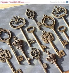 Lovely skeleton keys in antiqued brass finish lead/nickel free pewter. Set of 18 skeleton key charms (6 different styles, 3 each).    There are