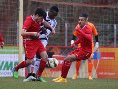 #Kaan #Bektas (links) & #Andrés #Schröder nehmen einen Spieler von #TeBe in die Mangel. | 23. Spieltag BAK 07 vs. #TeBe (Saison 14/15) - Ergebnis: 0:1 Niederlage