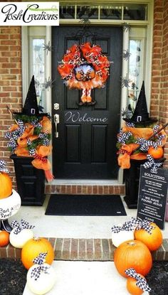 65 Awesome Halloween Front Door Decoration Ideas (SCARY) for This Fall Halloween is coming. Check out these 65 Halloween front door decoration ideas to scare your neighbors. Porche Halloween, Casa Halloween, Halloween Front Doors, Halloween Door Decorations, Halloween Porch, Holidays Halloween, Halloween Crafts, Holiday Crafts, Holiday Fun