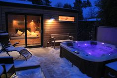 So schön und gemütlich kann der Winter sein. Ein Saunagang gerade in der dunkeln und kalten Jahreszeit ist ein wahres Vergnügen.