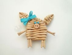 Вироби із паперових трубочок: майстер-класи та ідеї (34 фото) – Самотужки Crafts For Girls, Hobbies And Crafts, Diy And Crafts, Arts And Crafts, Paper Crafts, Sun Paper, Paper Art, Paper Basket Weaving, Pig Crafts