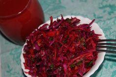"""Овощной салат на ужин. Кол-во продуктов по вкусу. краснокачанная капуста (пошинковать тонко) свежая свекла (""""корейская"""" терка) свежая морковь (""""корейская"""" терка) болг. перец (соломка) фиолетовый лук (тонкие полукольца) зелень петрушки и укропа бальзамический уксус соевый соус Подготовить овощи, заправить и дать постоять. Томатный сок к салату.  Также к салату необходимо добавить рис или гречку ИЛИ творог до 5%.  ************ В томатном соке не должно быть сахара."""