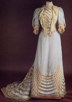 5. Day Dress 1900s: One piece bodice usually with the skirt sewn together at the waistline. The dresses were an S-shaped curve and they had high-boned collars, and skirts that were flat in front, but a rounded hip line in the back. 1900s Fashion, Edwardian Fashion, Royal Fashion, Vintage Fashion, Robes Vintage, Vintage Dresses, Vintage Outfits, Antique Clothing, Historical Clothing