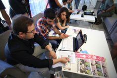 Tasarım Günleri'ne katılan öğrenciler çalışmalarını usta tasarımcılara gösterdi. (Portfolyo 20 Haziran 2012)