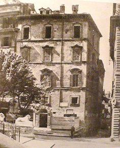 Piazza dell'Ara Coeli, al centro la Via di Tor de Specchi, ora Via del Teatro Marcello. Si notano i leoni della cordonata michelangiolesca Anno: 1925