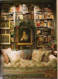 A chic and cozy home library #literarydecor