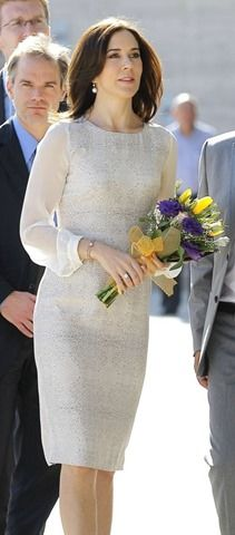 I like this dress that crown princess Mary of Denmark is wearing