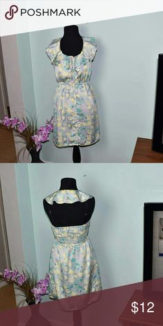 Gorgeous Yellow Rose Floral Patterned Silky Dress In excellent condition and absolutely beautiful. Dresses Midi