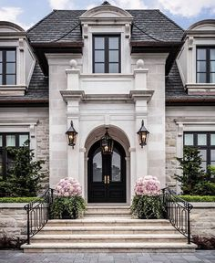 Ein historisches Sommerhaus in San Francisco voller Familiengeschichte - dream house luxury home house rooms bedroom furniture home bathroom home modern homes interior penthouse Style At Home, Future House, Design Exterior, Exterior Colors, Stone Exterior, Siding Colors, Brick Colors, Brick Design, Dream House Exterior