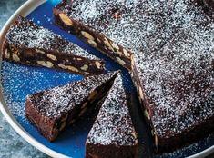 Chcete splnit sen čokoholikovi? Upečte mu čokoládový dort! A čokoládou rozhodně nešetřete, ten nejlepší dort má totiž z čokolády korpus, krém i zdobení :) Food, Essen, Meals, Yemek, Eten