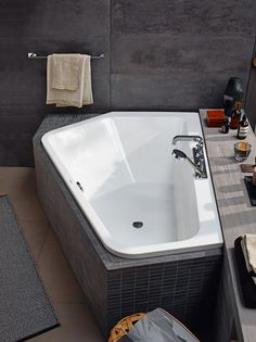 A new bathtub design that is perfect for two people