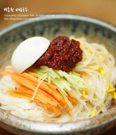 백종원 비빔국수 양념장 레시피! (마이리틀텔레비전) 며칠전 신랑이 본방을 사수하고 있던 마이리틀텔레비... K Food, Food Porn, Best Korean Food, Korean Dishes, Asian Recipes, Ethnic Recipes, Oven Cooking, Food Plating, No Cook Meals