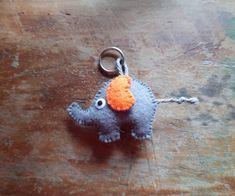 Schlüsselanhänger aus Filz - Elefant von BernadettHackner auf Etsy Crochet Earrings, Etsy, Jewelry, Felting, Craft Gifts, Schmuck, Jewlery, Jewerly, Jewels