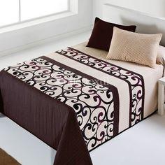 Colcha OMEGA 09 Vialman. Con esta colcha de estilo señorial, le darás un aire más elegante a tu habitación. Está confeccionana en tejido jacquard y la puedes conseguir en beige o en tonos chocolate.