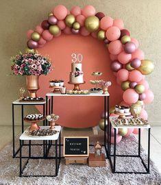 La imagen puede contener: tabla e interior Diy Birthday Decorations, Balloon Decorations, Baby Shower Decorations, Wedding Decorations, 30th Party, 30th Birthday Parties, Baby Party, Decoration Buffet, Flamingo Party
