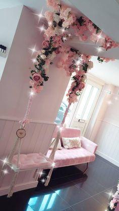 Girl Bedroom Designs, Room Ideas Bedroom, Bedroom Decor, Beauty Room Decor, Beauty Salon Decor, Beauty Salon Design, Salon Gold, Pink Salon, Esthetics Room