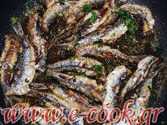 Γαύρος στο τηγάνι με κρεμμυδάκια φρέσκα. | www.e-cook.gr