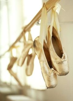 pics for gt ballet pointe shoes hanging