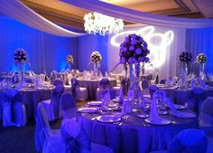 The lights, the colors and of course the centerpieces, the perfect combination!