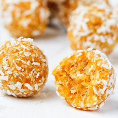 This Apricot Balls Recipe Is the Perfect Pre-Gym Snack Sweet Potatoe Bites, Sweet Potato Waffles, Potato Bites, Blueberry Muffins For Baby, Paleo Breakfast Cookies, Avocado Mac And Cheese, Baby Food Recipes, Cooking Recipes, Healthy Snacks