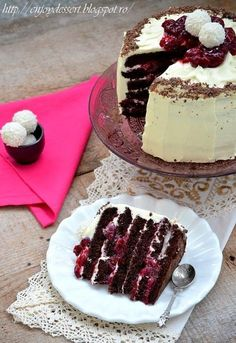 Chocolate cake with cherries and marscapone. No Bake Desserts, Just Desserts, Romanian Desserts, Chocolate Cherry Cake, Dessert Bread, Homemade Cakes, Coffee Recipes, Desert Recipes, Christmas Desserts