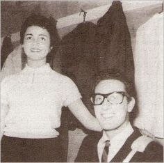Buddy Holly with his bride Maria Elena on Aug Buddy Holly Musical, Popular Music Artists, Holly Pictures, Ritchie Valens, American Bandstand, Famous Couples, Rockn Roll, Psychobilly, Music Icon
