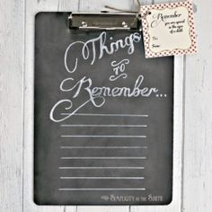 Learn how to make this easy chalkboard to-do list on a clipboard! This is perfect for a gift or just for yourself to stay organized!