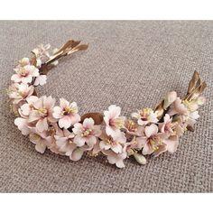Bridal Hair Pins, Bridal Tiara, Headpiece Wedding, Bridal Headpieces, Bridal Flowers, Flowers In Hair, Casco Floral, Floral Headpiece, Floral Headbands