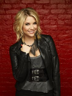 Pretty Little Liars star Ashley Benson...love her hair and her outfit. I want to cut my hair like that.