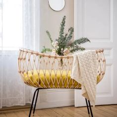 Décoration famille - blogzine Sunday Grenadine Baby Boy Rooms, Baby Cribs, Baby Bassinet, Kids Furniture, Furniture Design, Roll Away Beds, Cosy Home, Childrens Beds, Interior Exterior