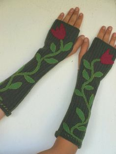 Upcycled+Wool+Green++Armwarmers+with+Green+and+by+ForMyDarling