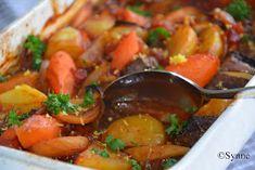 ganske enkelt: Oksegryte med duft av sitron Ratatouille, Beef Recipes, Thai Red Curry, Nom Nom, Food Porn, Food And Drink, Baking, Dinner, Ethnic Recipes