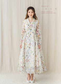 Korean Fashion – How to Dress up Korean Style – Designer Fashion Tips Muslim Fashion, Asian Fashion, Modest Fashion, Look Fashion, Hijab Fashion, Fashion Dresses, Fashion Design, Korean Traditional Clothes, Traditional Fashion