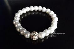 Ellys Shop: Bratara elastica cu perle din sticla albe si marge... Diy And Crafts, Handmade, Shopping, Fimo, Bead, Hand Made, Handarbeit