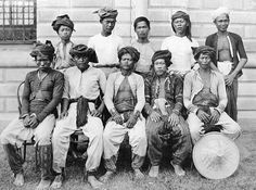 Young Moro men of Zamboanga. Looks like Moros in Zamboanga seemed to prefer baggy pants instead of the skin tight pants of other Moros. The guy in the back right looks really happy.