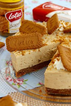 No-Bake Biscoff Cheesecake! – Jane's Patisserie No-Bake Biscoff Cookie Butter Cheesecake! A delicious No-Bake Biscoff Cookie Butter Cheesecake, sprinkled with more biscuits and whipped cream – Spiced Cookie Heaven. Biscoff Cheesecake, Speculoos Cookie Butter, Biscoff Cookies, Cheesecake Recipes, Speculoos Recipe, Homemade Cheesecake, No Bake Cheesecake, Lotus Cheesecake, Biscoff Cake