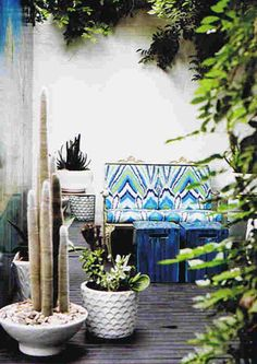 Love this outdoor settee...