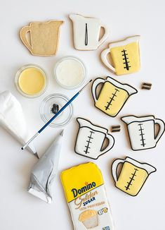 How to make Domino® Golden Sugar Measuring Cup Cookies Plate Presentation, Culinary Arts, Baking Tips, Macaroons, Food Design, Food Plating, Measuring Cups, Sugar Cookies, Food Styling
