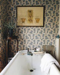 Photo This Ivy House Bathroom Bathroom Bathroom Interior Bathroom Inspiration, Interior Inspiration, Interiores Shabby Chic, Ivy House, Beautiful Bathrooms, Bathroom Interior, Interior Livingroom, Home Decor Accessories, Vintage Bathroom Accessories