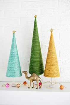 Christmas is my favorite time of year for so many reasons but one big reason is the decorating. I like to keep certain decor items and ornaments year after year, but I always like to make a few new th