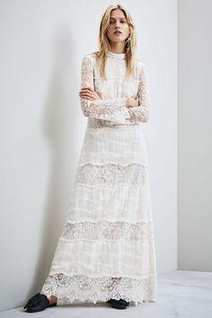La colección H&M #ConsciousExclusive2016 cuenta con vestidos de novia para que luzcas tu mejor vestido el día de tu boda.  #Modalia | http://www.modalia.es/marcas/ham/10812-vestidos-de-novia-conscious.html  #hm #hmconscious #wedding
