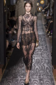 Valentino - Haute Couture Fall Winter 2013-14 - Shows - Vogue.it
