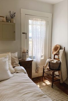 Dream Bedroom, Home Bedroom, Bedroom Decor, Living Vintage, New Room, House Rooms, Cozy House, My Dream Home, Room Inspiration