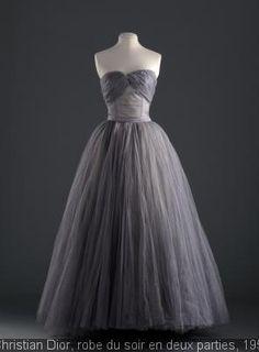 Du 12 juillet au 2 novembre 2014 – Palais Galliera, musée de la Mode de la Ville de Paris //  Les années 1950 sont l'âge d'or de la haute couture, l'époque où Paris regagne son titre de capitale mondiale de la mode.