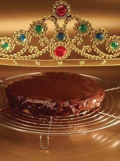 bereiden: Breng 120 g suiker samen met 3 cl water aan de kook en laat karamelliseren. De karamel moet een mooie roodbruine kleur hebben en een temperatuur van ongeveer 160 °C. Volg het karamelliseren nauwkeurig. Als de karamel nog te blank van kleur is, dan heb je die lekkere karamelsmaak niet.